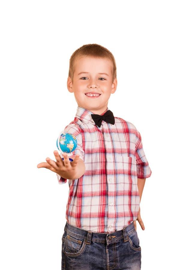 衬衣的男孩有领带的在他的手上拿着小地球,隔绝在白色 免版税库存照片