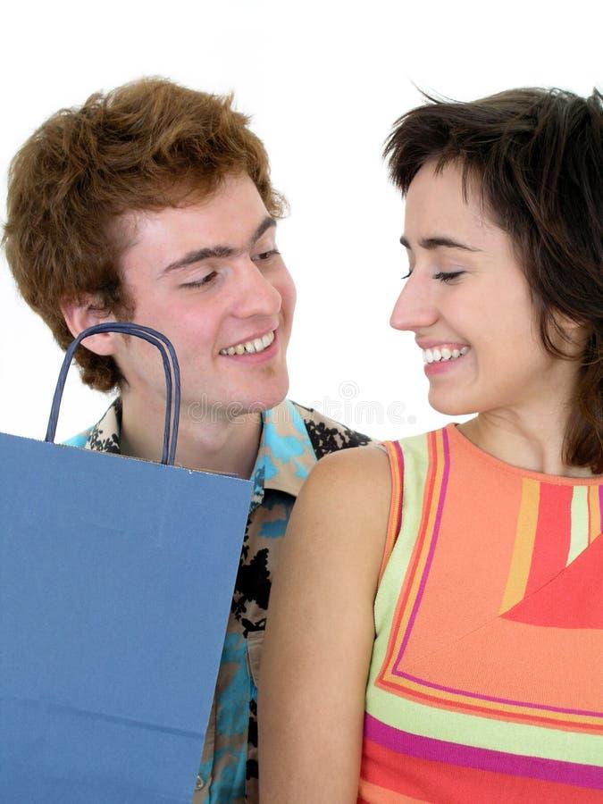 袋子夫妇购物 免版税图库摄影