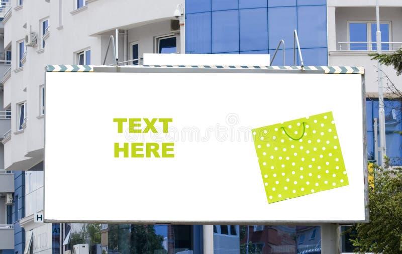 袋子广告牌空白城市购物 免版税库存图片