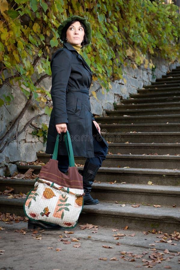 袋子现有量妇女年轻人 图库摄影