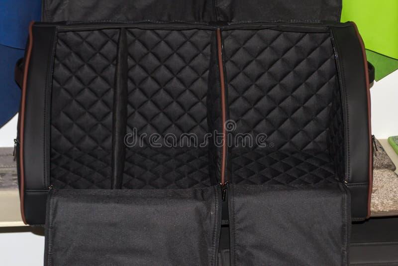 袋子的内在部分是一个手工制造组织者由黑色制成 库存照片