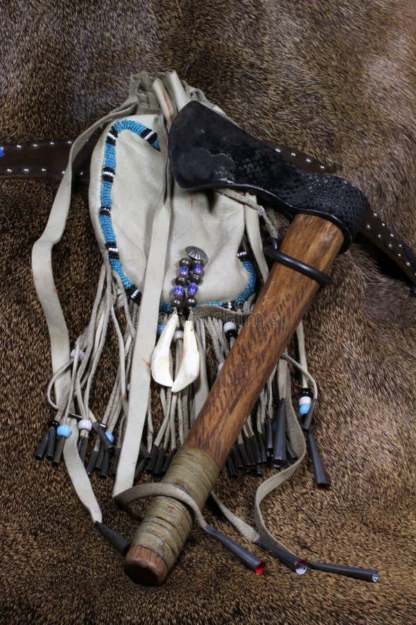 袋子皮革印第安战斧 免版税库存图片