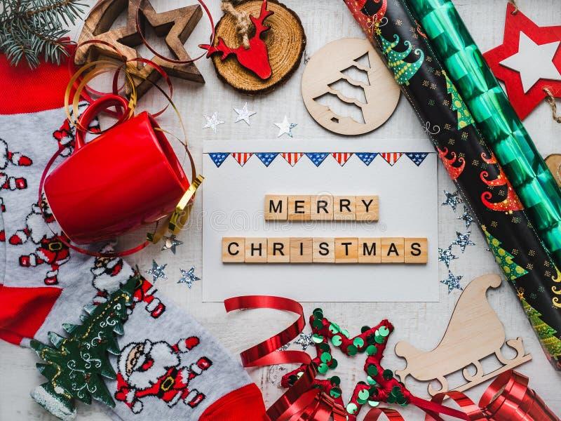 袋子看板卡圣诞节霜klaus ・圣诞老人天空 美国旗子五颜六色的圣诞装饰和图画  库存照片