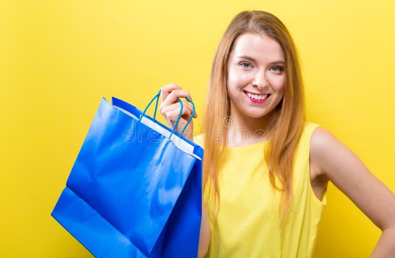 干色姑娘成人网_图片 包括有 成人, 人们, 女孩, 消费者, 快乐, 颜色, 人员