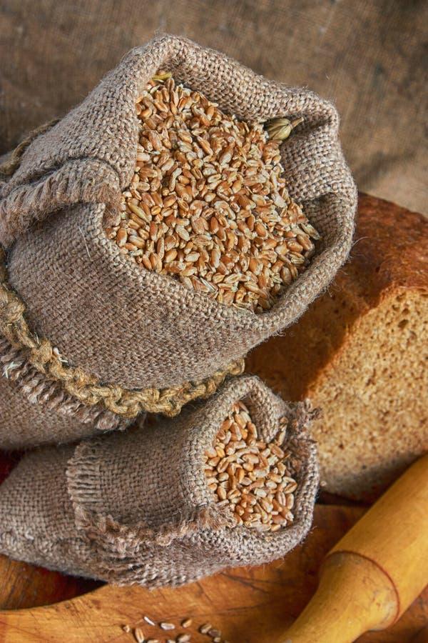 袋子麦子在面包店 免版税图库摄影