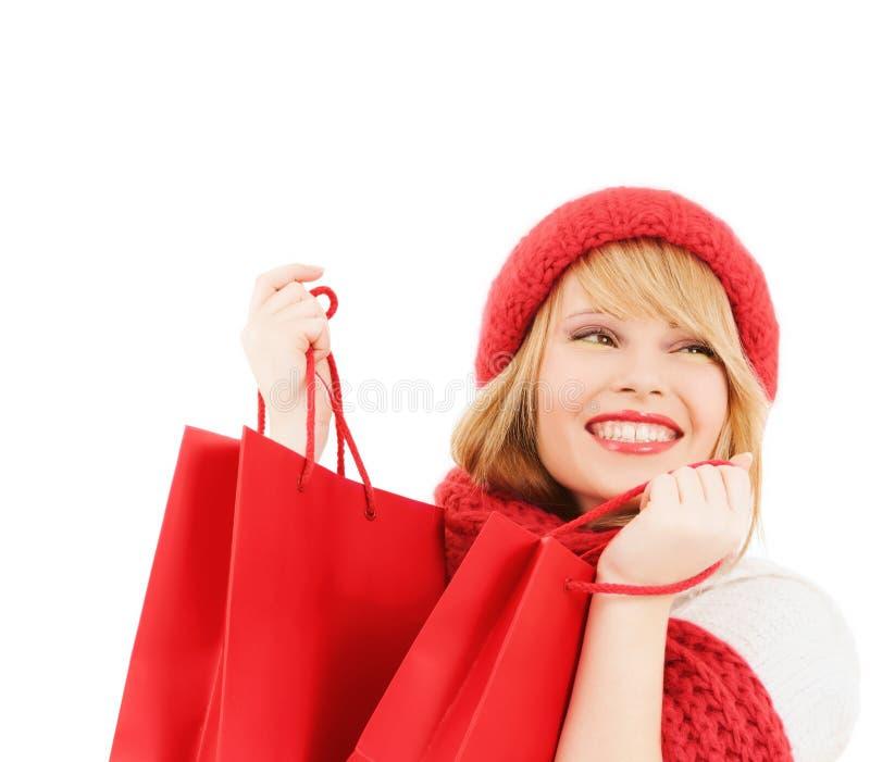 袋子购物的微笑的妇女年轻人 免版税图库摄影