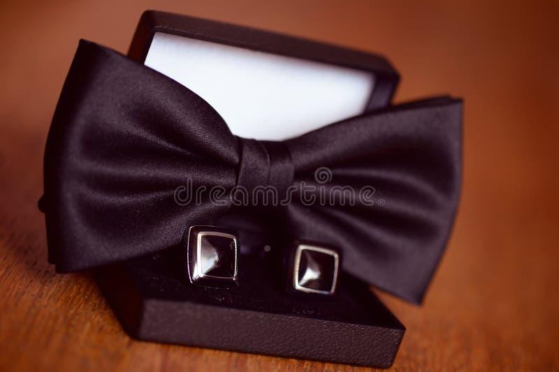 黑袖扣和bowtie 库存图片