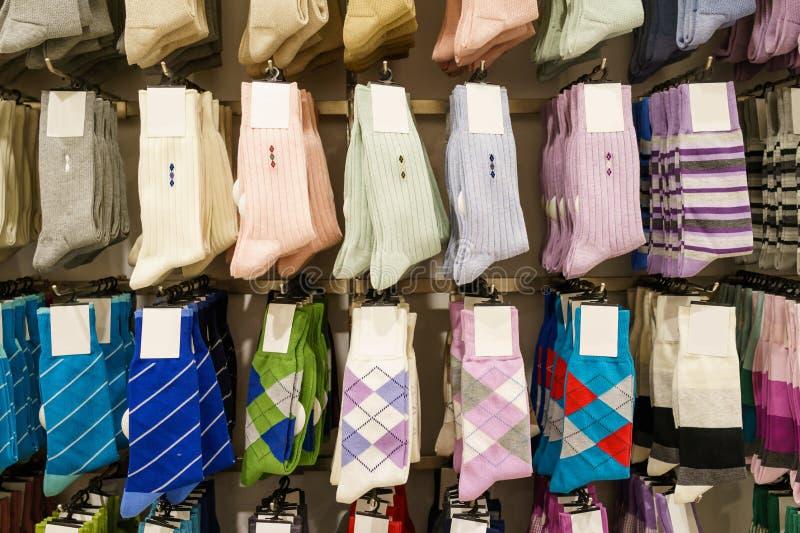 袜子在商店 免版税库存图片