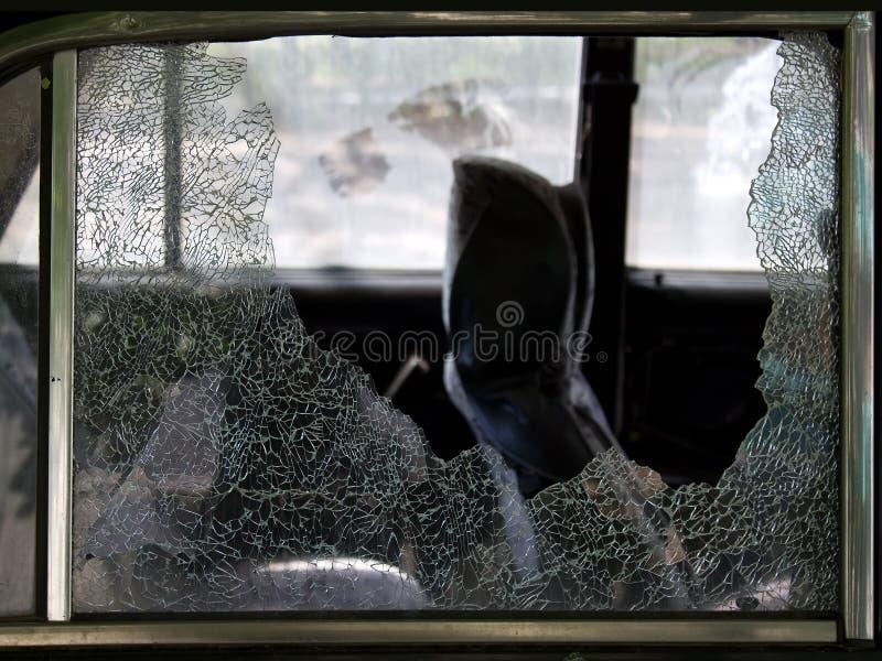 被中断的汽车崩裂玻璃 库存图片
