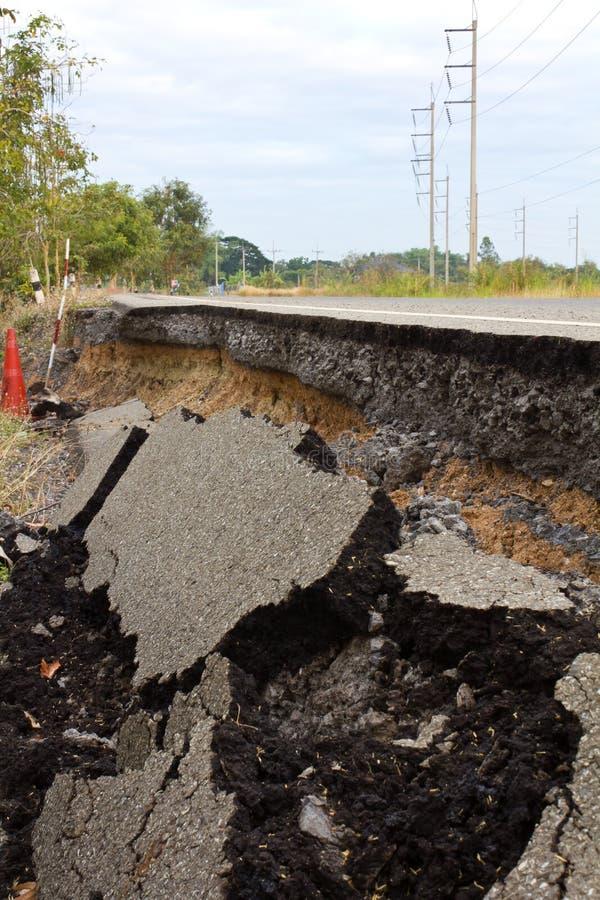 Download 被中断的沥青 库存照片. 图片 包括有 路面, 缺陷, 拱道, 维修服务, 裂痕, 灰色, 运输路线, 许多 - 22358814