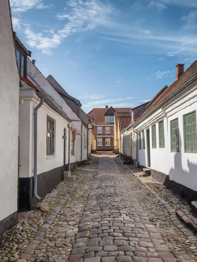 被修补的街道在老中世纪城市里伯,丹麦 免版税库存图片