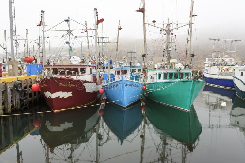 被停泊的小船钓鱼 免版税库存图片
