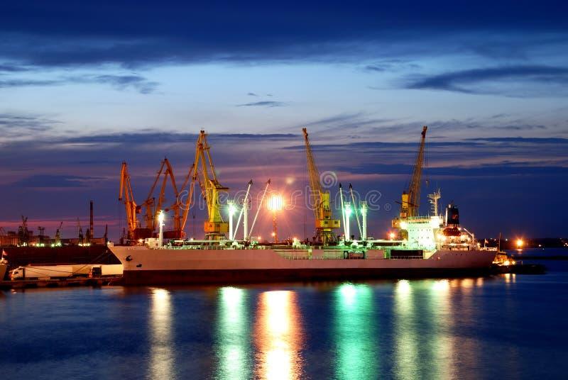 被停泊的晚上端口船视图 图库摄影