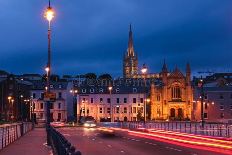 被停泊的晚上端口船视图 Derry伦敦德里 北爱尔兰 王国团结了 免版税库存照片