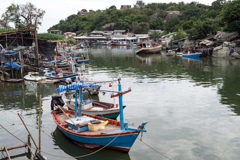 被停泊的渔船和准备航行 免版税库存图片