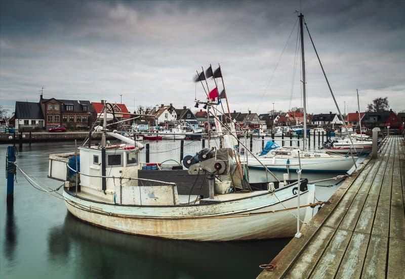 被停泊的渔船赫尔辛堡 免版税库存照片