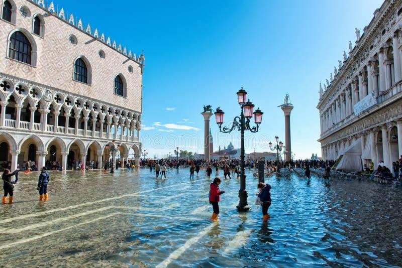 被充斥的St在威尼斯,意大利指示正方形 图库摄影