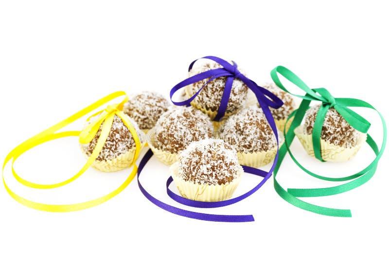被冠上的被包扎的蛋糕椰子磁带 免版税库存图片