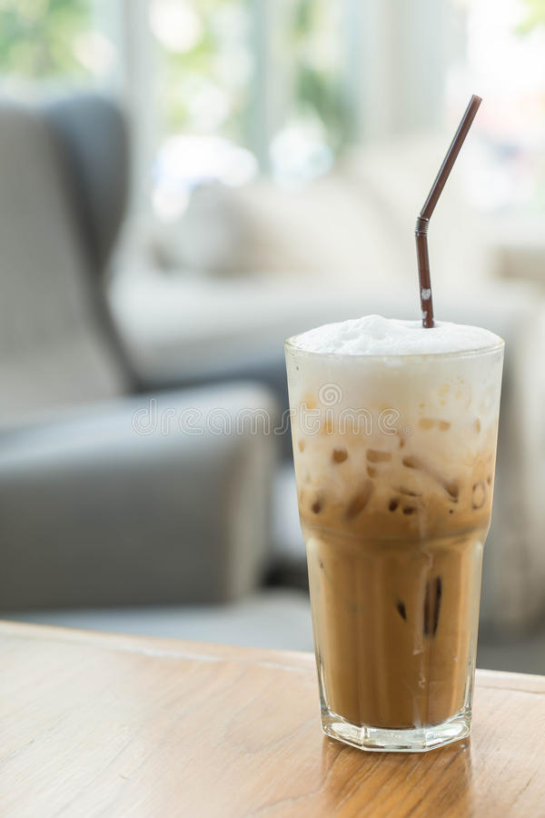 被冰的咖啡杯子 免版税库存图片