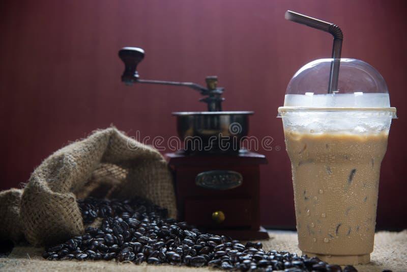 被冰的咖啡用咖啡豆 库存照片