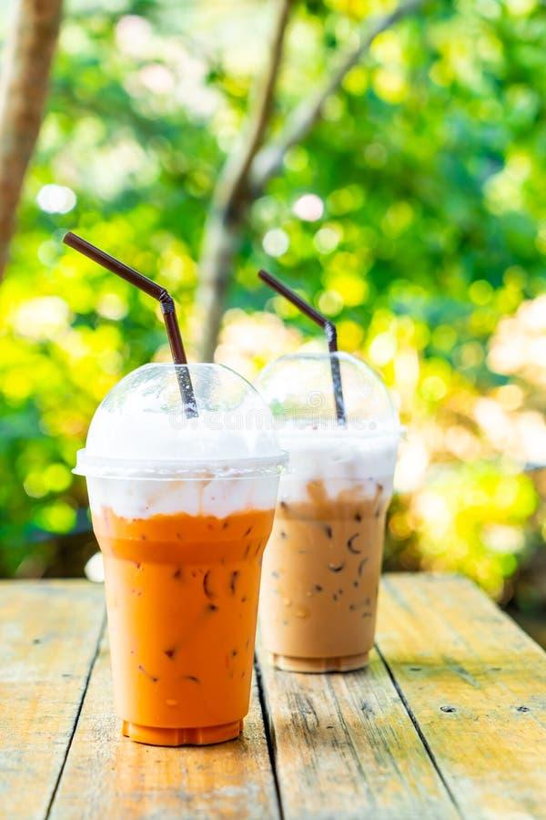 被冰的泰国奶茶和冰冻咖啡拿铁杯子 免版税库存照片