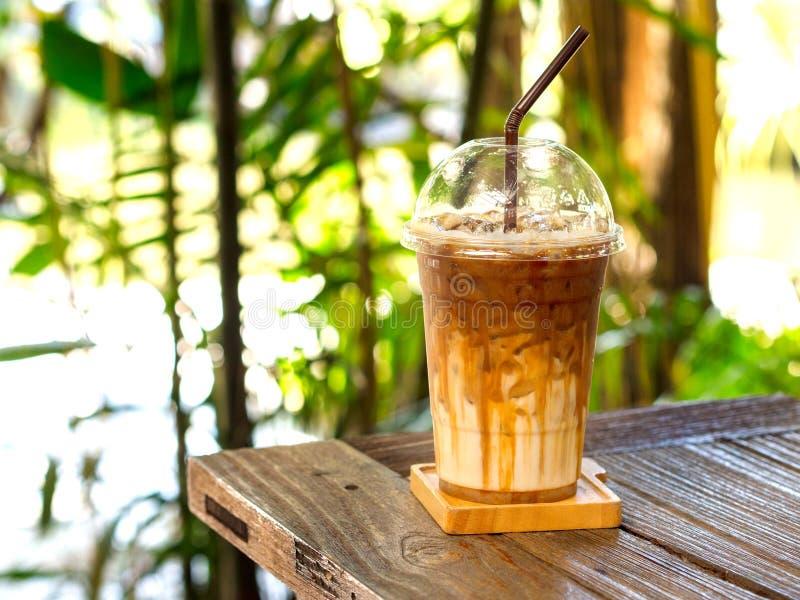 被冰的焦糖macchiato咖啡 库存照片