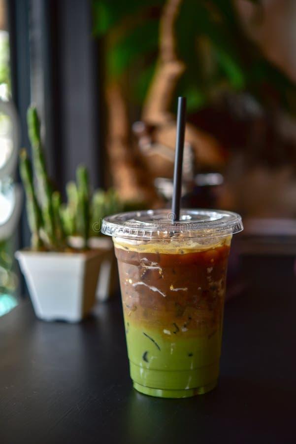被冰的matcha和浓咖啡融合咖啡 图库摄影