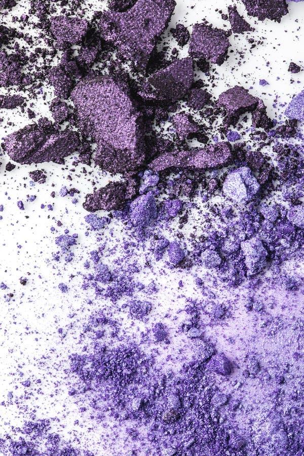 被击碎的紫色化妆眼影 免版税库存照片