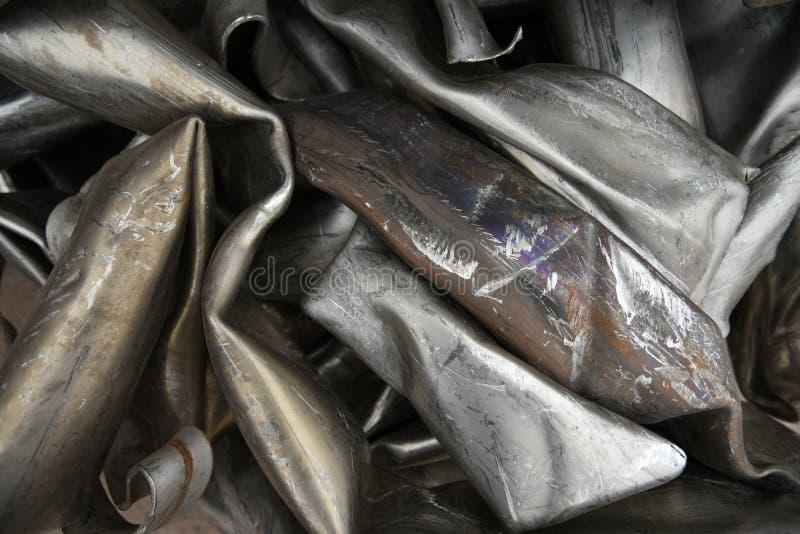被击碎的,捣毁的,压缩的不锈钢金属管子 库存图片