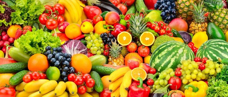 被分类的新鲜的成熟水果和蔬菜 食物概念backgrou 免版税库存图片