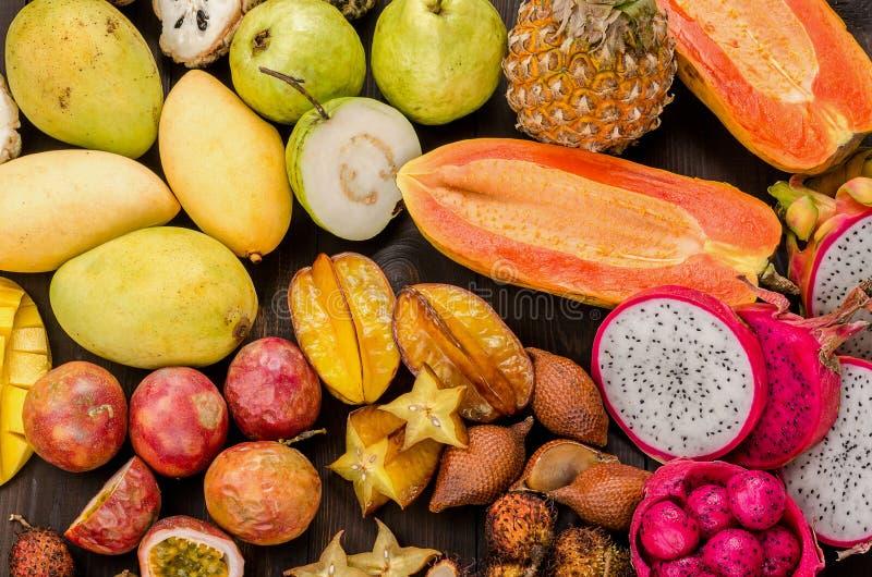 被分类的泰国热带水果 免版税库存图片