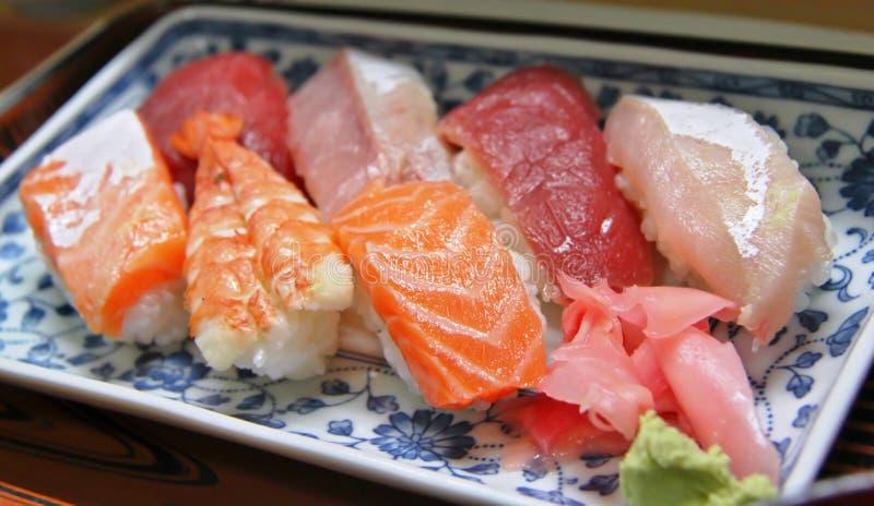 被分类的盛肉盘寿司 免版税库存图片