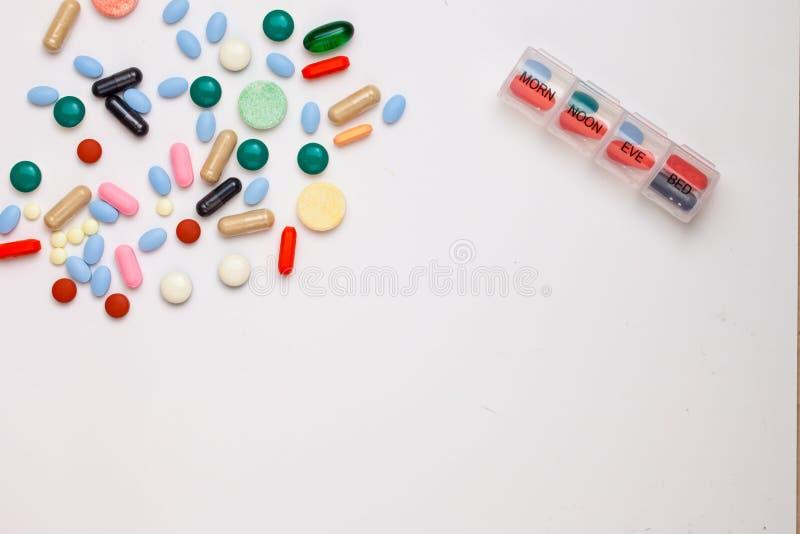 被分类的配药医学药片、片剂和胶囊ove 免版税库存图片