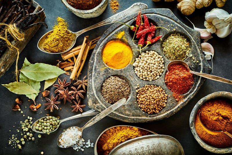 被分类的亚洲香料烹饪静物画  免版税库存照片