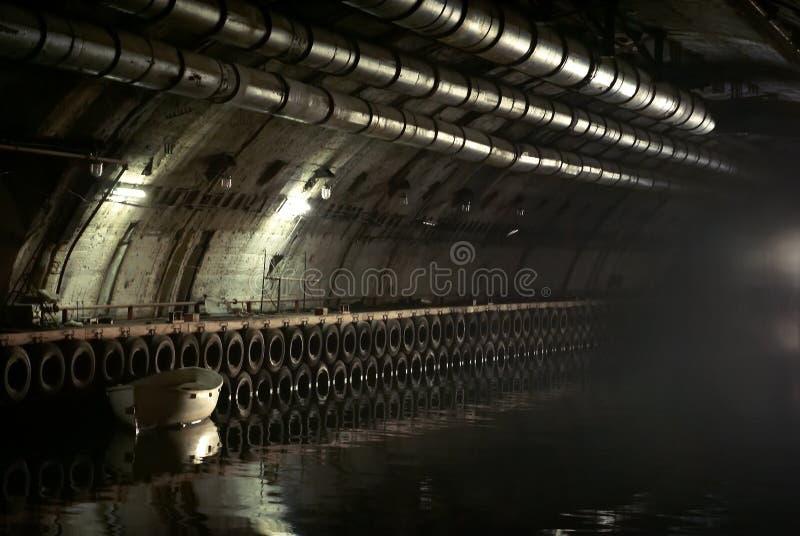 被分类的军事对象K-825 -地下水下基地 库存照片