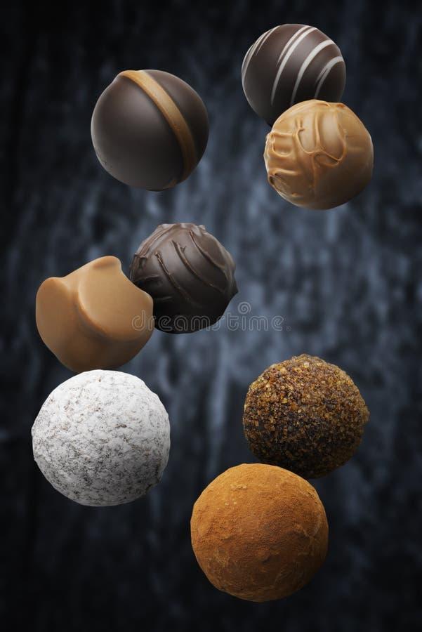 被分类的多调味的果仁糖漂浮 免版税库存图片