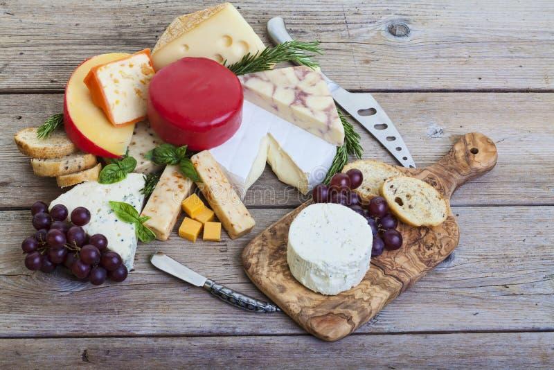 被分类的干酪盛肉盘 免版税库存照片