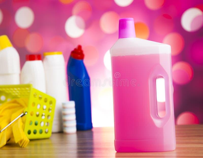 被分类的清洁产品,家工作五颜六色的题材 免版税库存照片