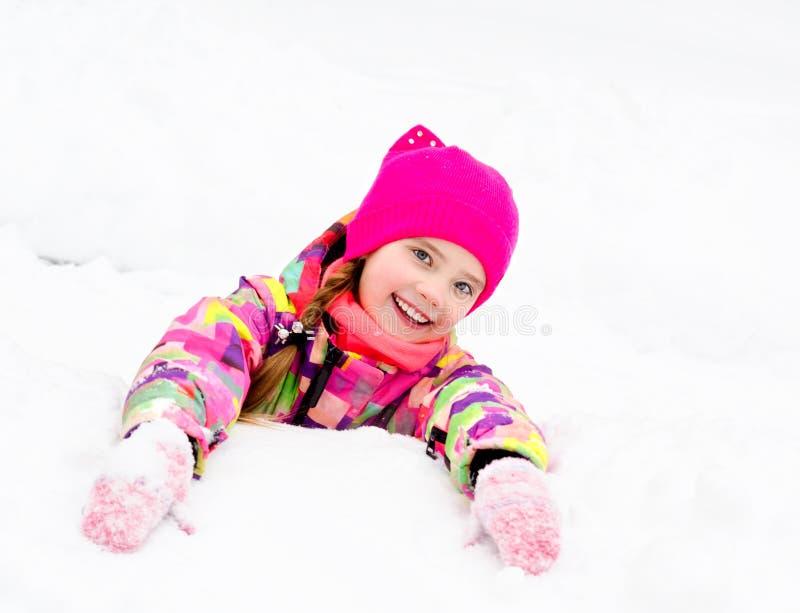 被切开的微笑的女孩孩子画象在冬日 图库摄影