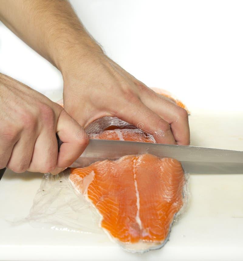 被切的三文鱼处理 免版税图库摄影