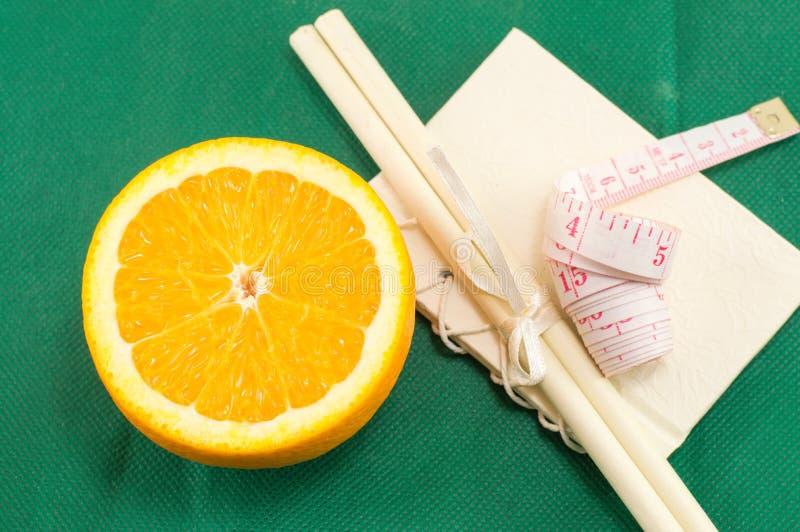 被切的新鲜橙色和身体米 图库摄影