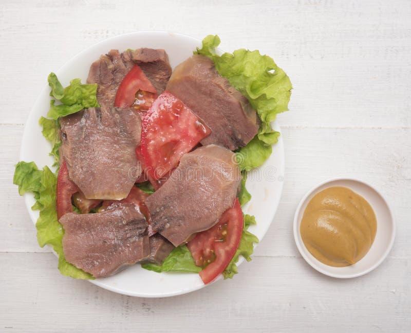 被切的牛舌肉 图库摄影