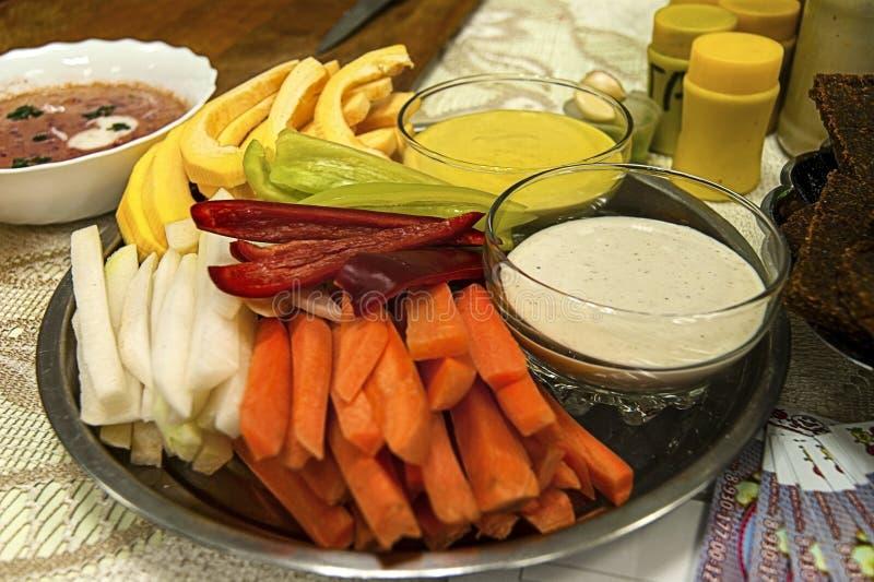 被切的菜用调味汁 免版税库存图片