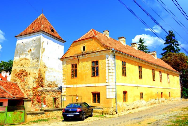 被加强的中世纪撒克逊人的福音派教会在阿格尼塔Agnetheln, Transilvania,罗马尼亚 库存图片