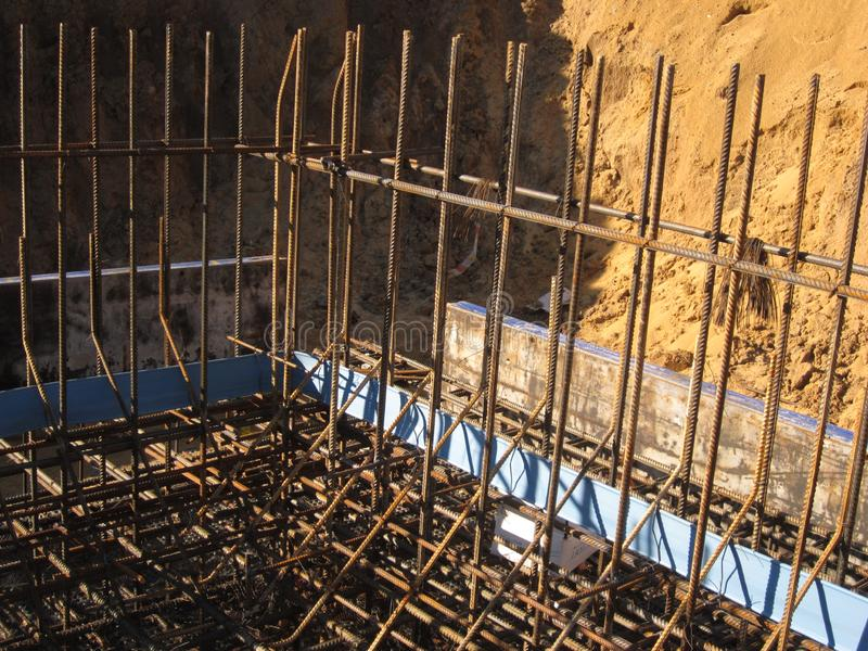 被加强的框架的准备随后倾吐的混凝土 库存图片