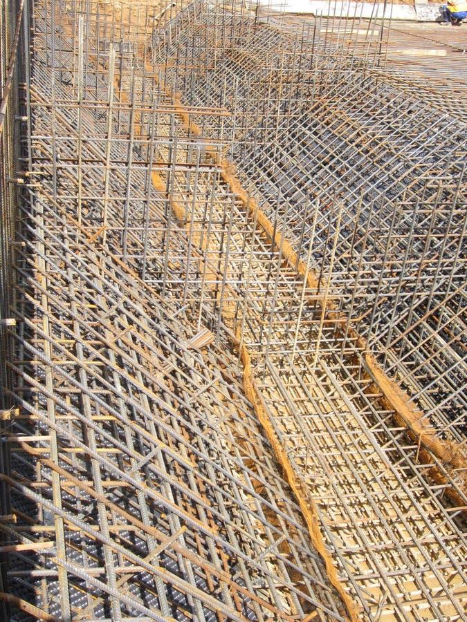 被加强的框架的准备随后倾吐的混凝土 免版税库存照片