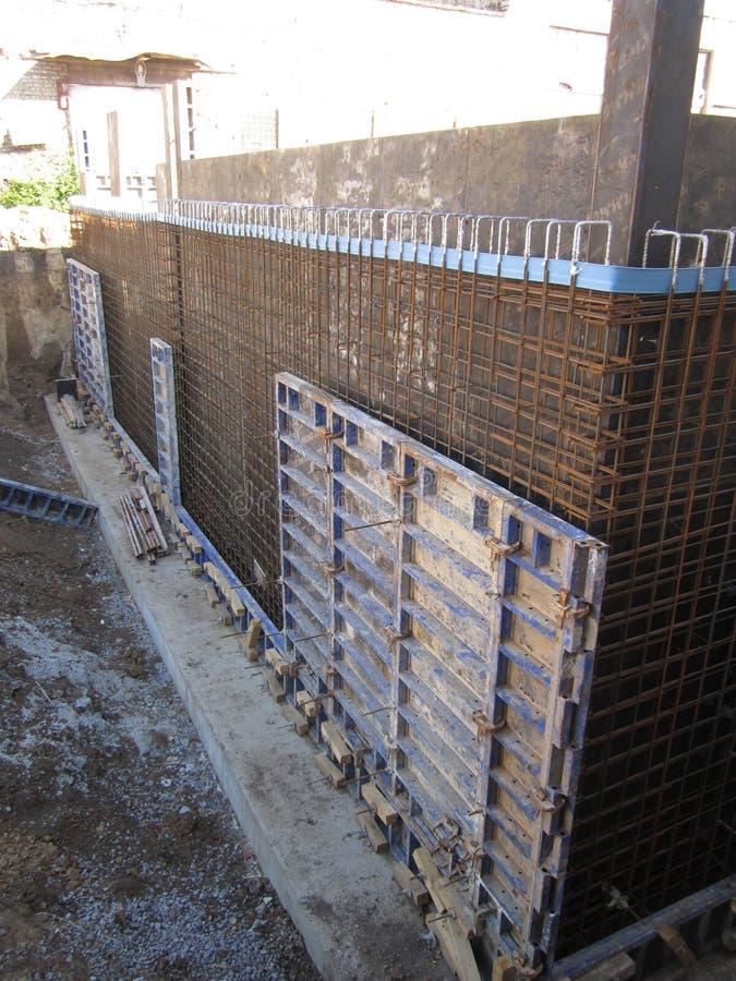 被加强的框架的准备随后倾吐的混凝土 图库摄影