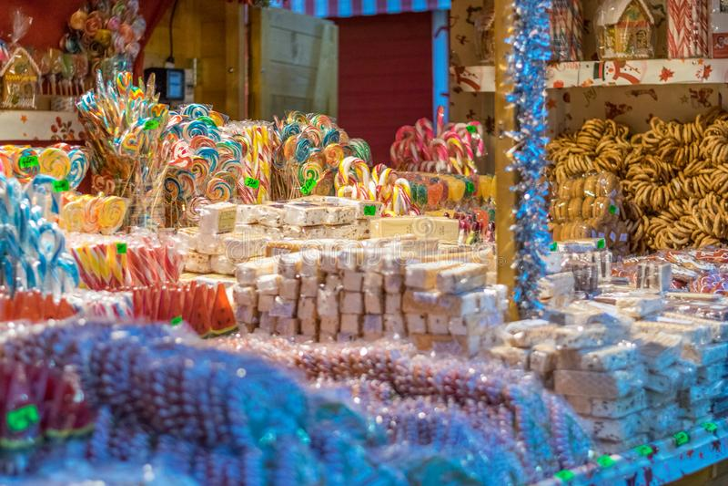 被卖在锡比乌圣诞节市场上的甜点在罗马尼亚, 2017年 库存照片