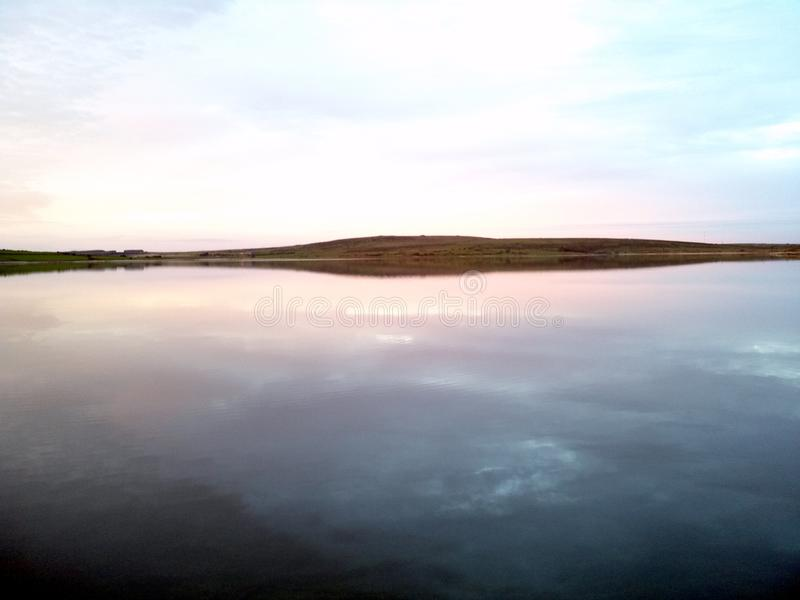 被反映的日落水 免版税库存图片