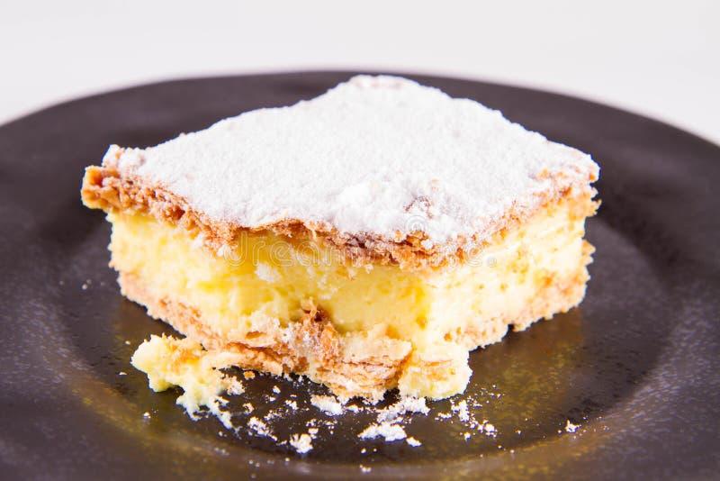 被吃的Napoleonka蛋糕 库存图片